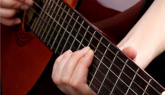 Come_sintonizzare_una_chitarra